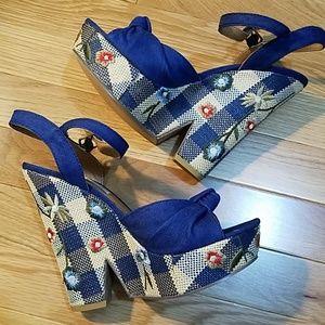 Gingham platform sandals